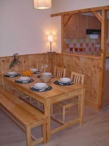 location vacances ax les thermes appartement location ax les thermes ari ge. Black Bedroom Furniture Sets. Home Design Ideas